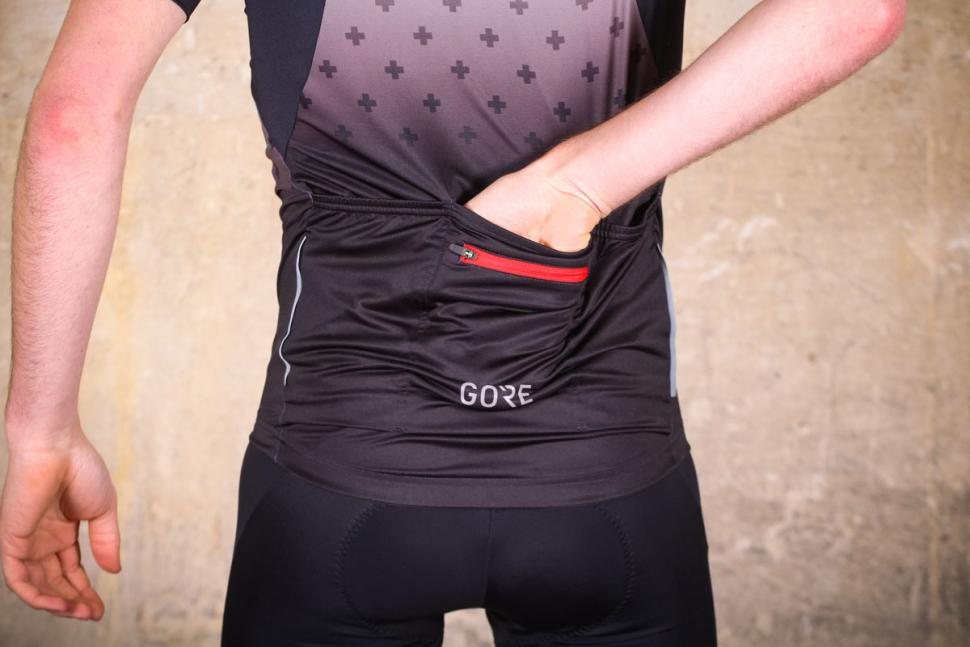 gore_c5_jersey_limited_edition_-_pocket.jpg