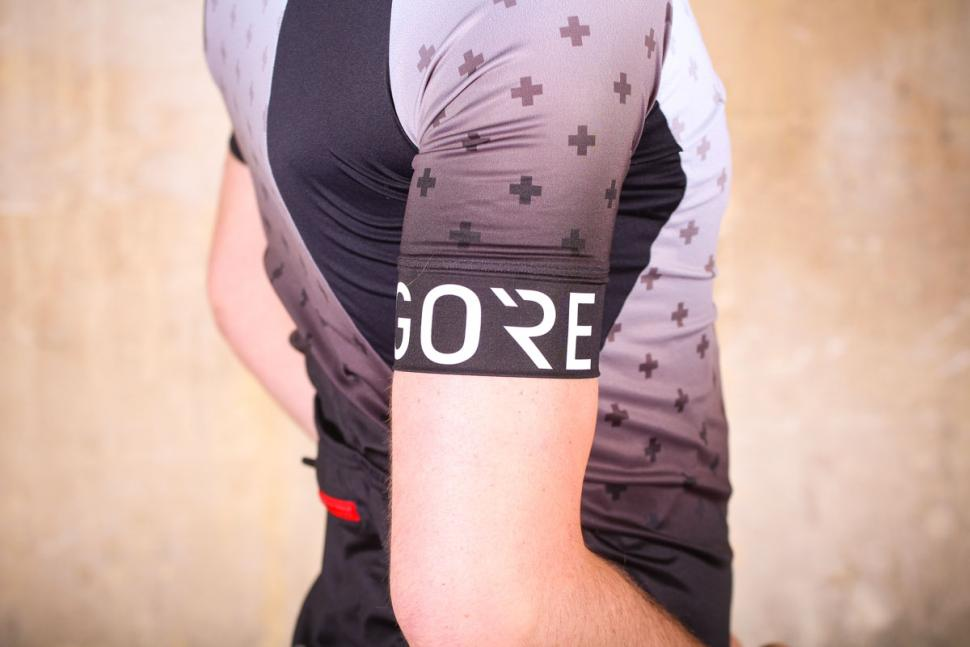 gore_c5_jersey_limited_edition_-_sleeve_logo.jpg
