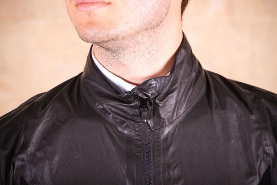 gore_c7_gore-tex_shakedry_stretch_jacket_-_collar.jpg