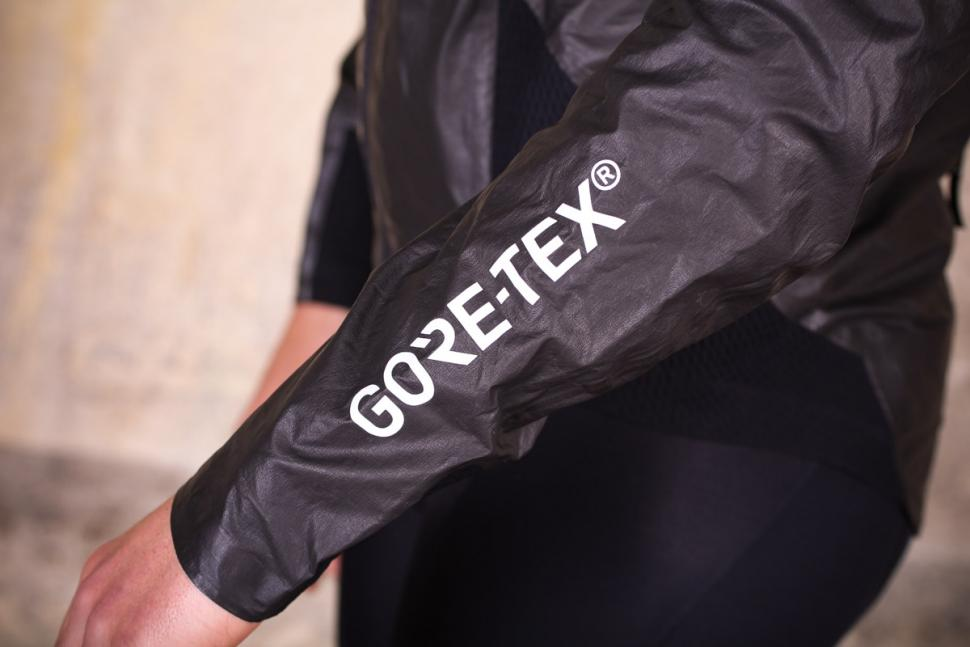 gore_c7_gore-tex_shakedry_stretch_jacket_-_sleeve_logo.jpg