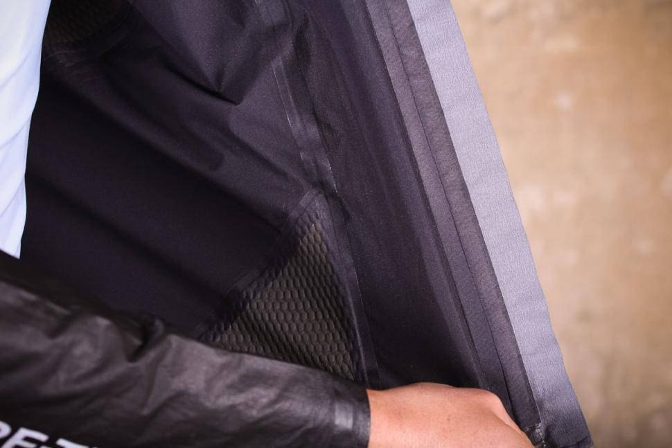 gore_c7_gore-tex_shakedry_stretch_jacket_-_taped_seams.jpg