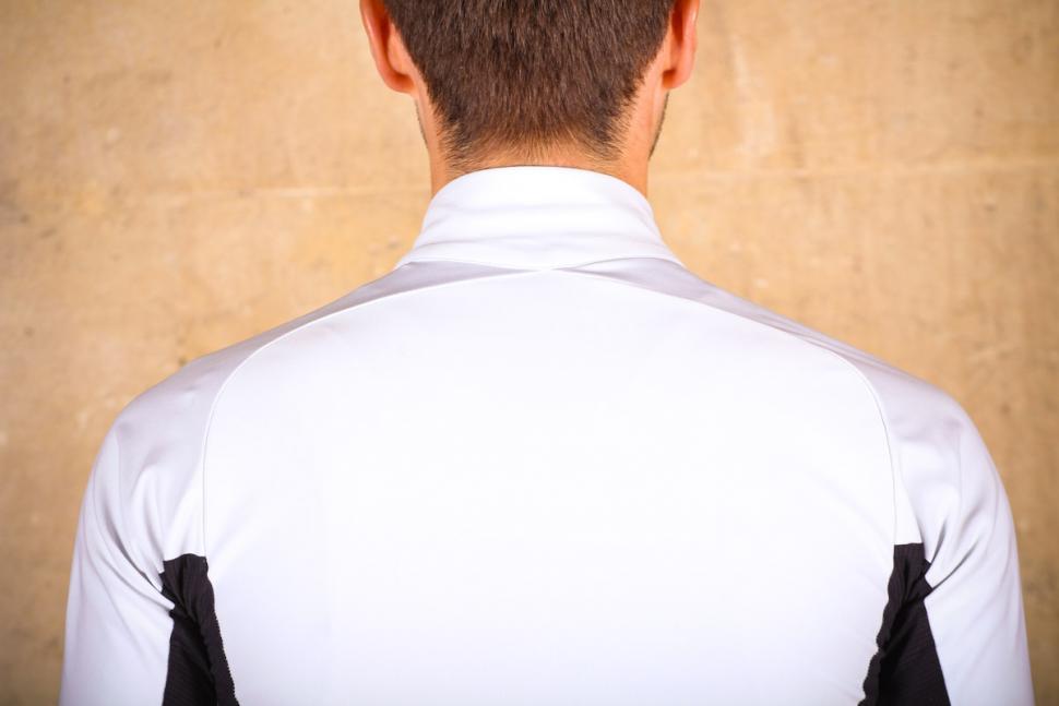 gore_c7_windstopper_jersey_-_shoulders.jpg