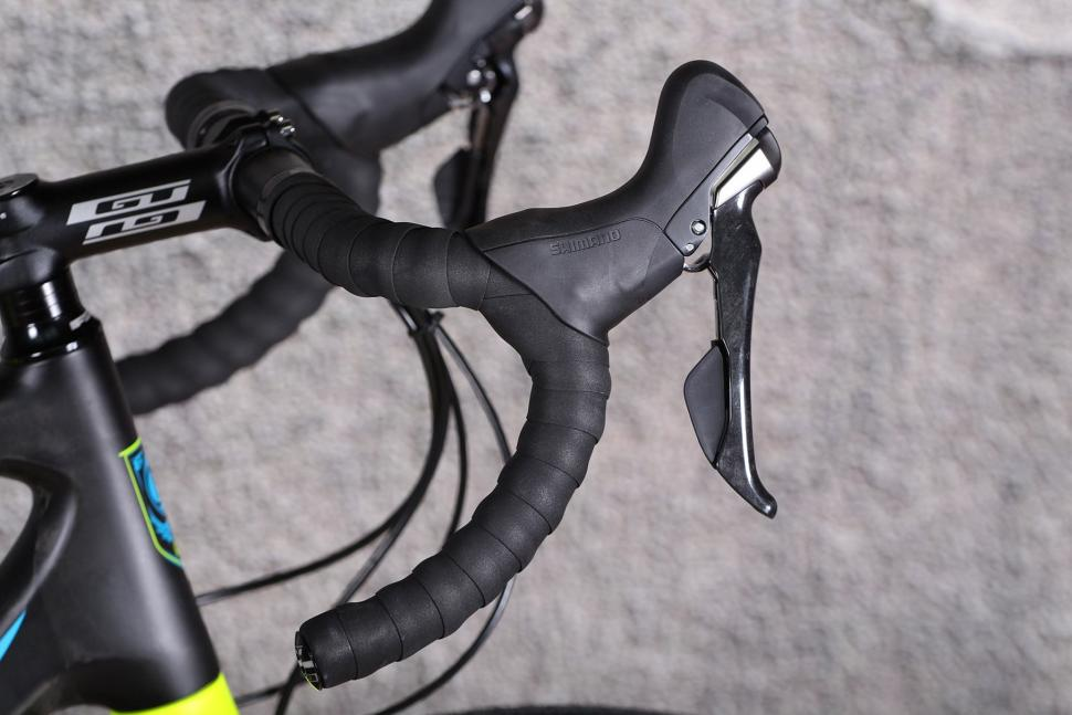 GT Grade Carbon Ultegra - bar and shifter.jpg