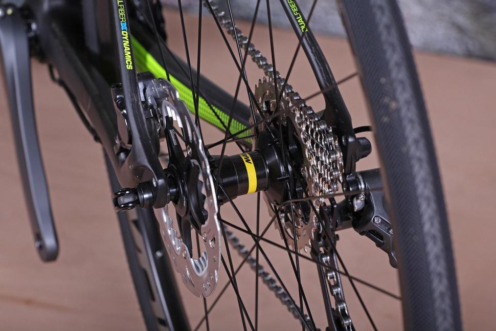 GT Grade Carbon Ultegra - rear hub.jpg