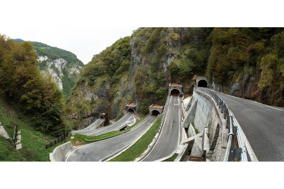 H2-16-Dolomites-Book-Boldo_tunnels.jpg