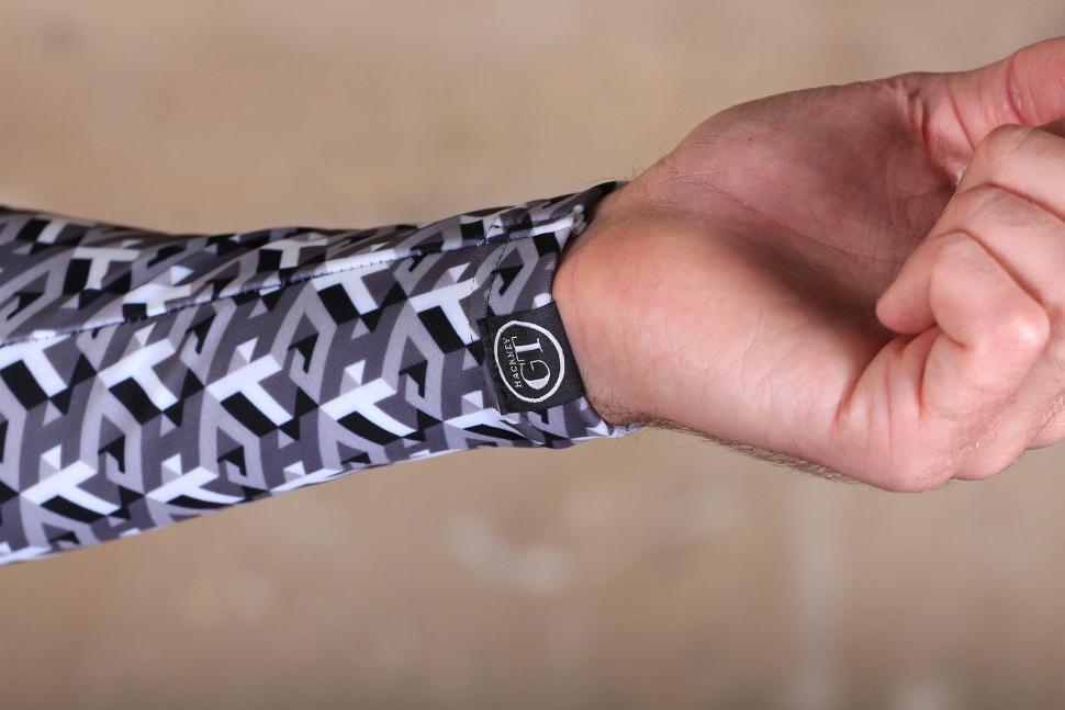 Hackney GT Robi Arm Warmers - cuff.jpg
