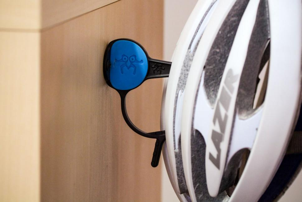 helmetor_wall-mounted_helmet_holder_1.jpg