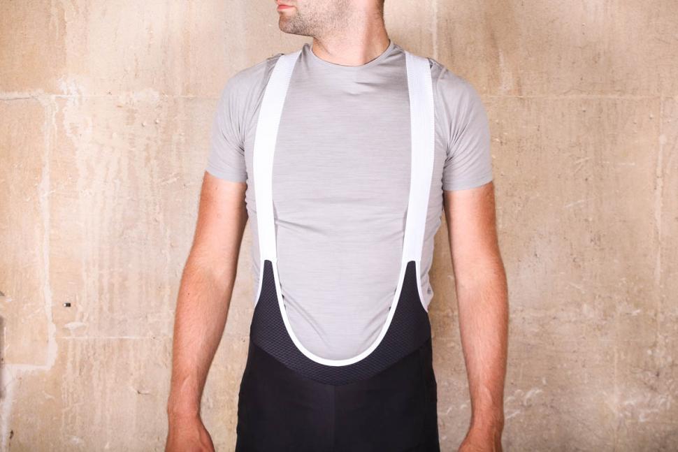 hommage_au_velo_booty_bib-shorts_black_-_straps_front.jpg