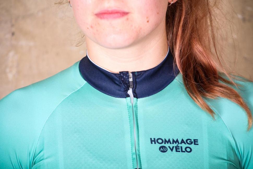 hommage_au_velo_ghisallo_jersey_mint_green_womens_-_collar.jpg