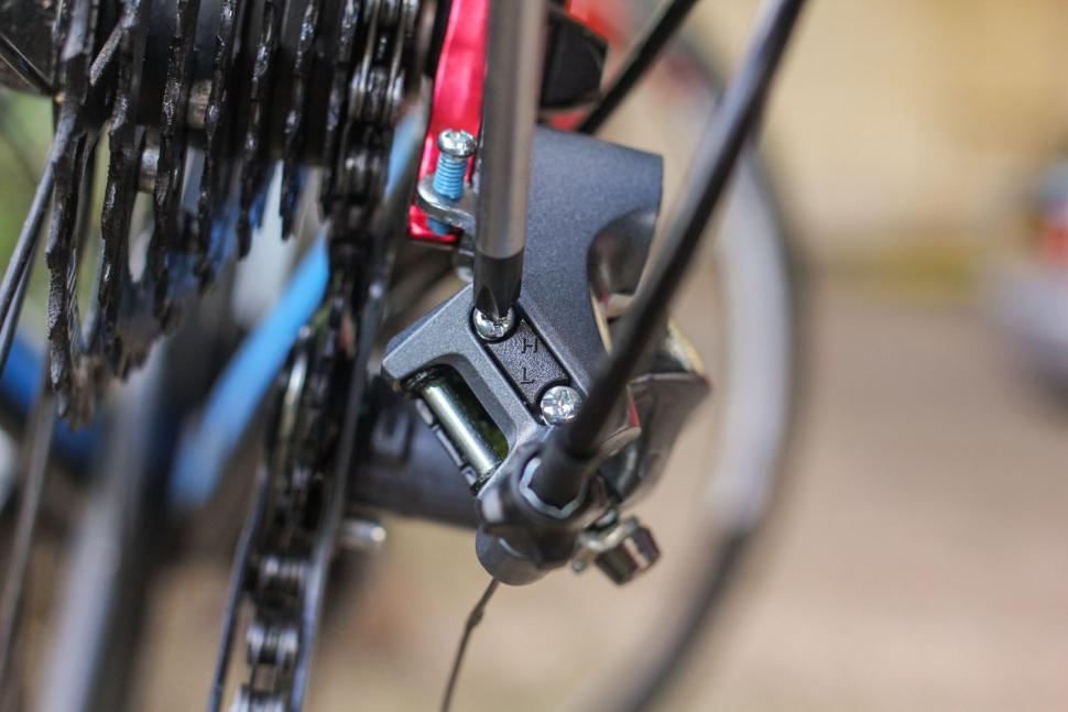 How to adjust an indexed rear derailleur 05