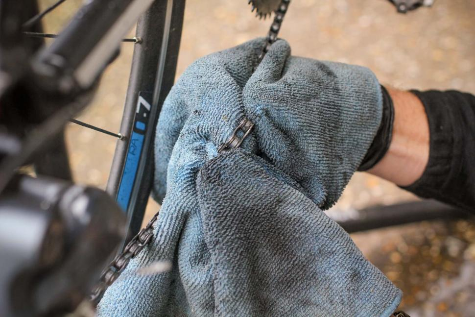 How to clean and lube your bike's chain   road cc