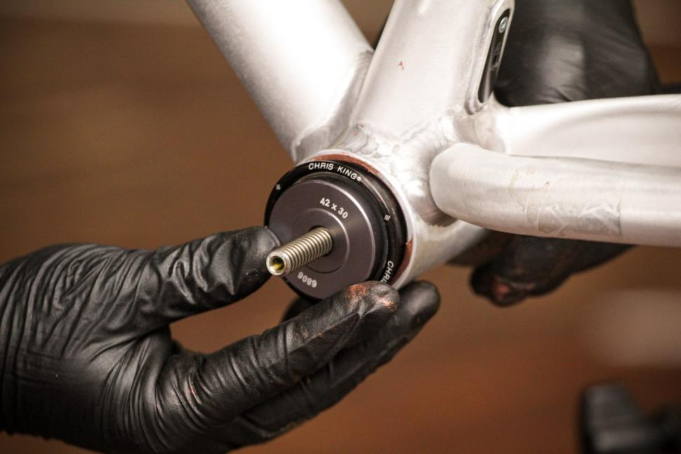 How to fit a Chris King bottom bracket 08