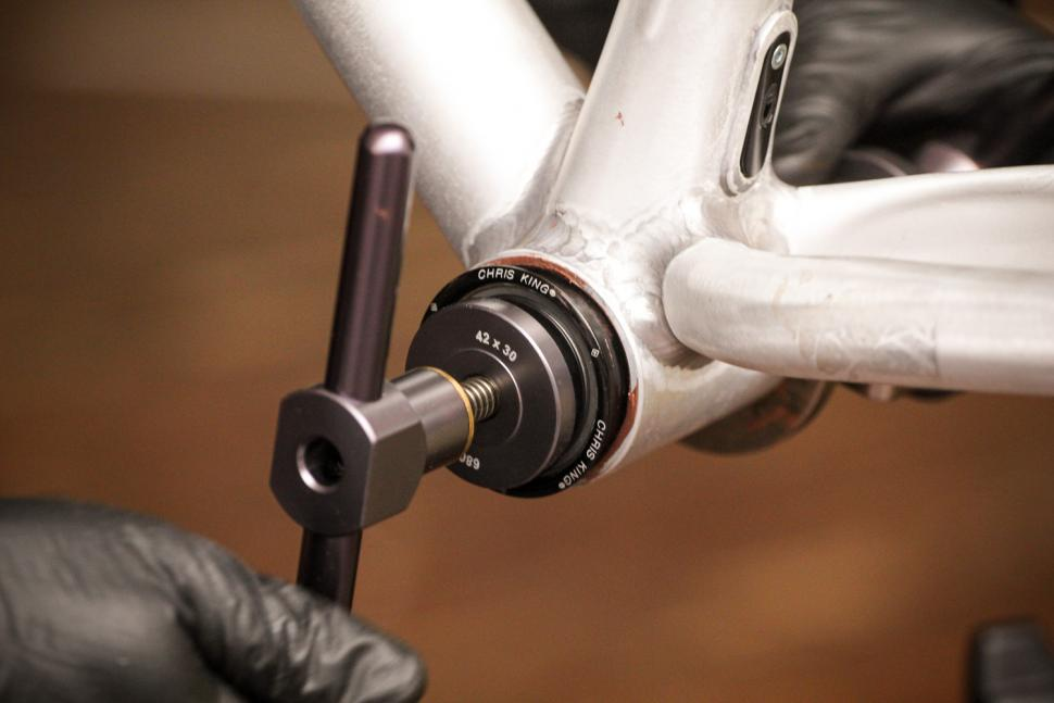 How to fit a Chris King bottom bracket 09