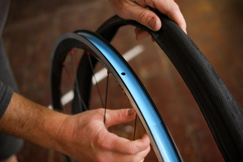 How to fit a clincher tyre step 05.jpg