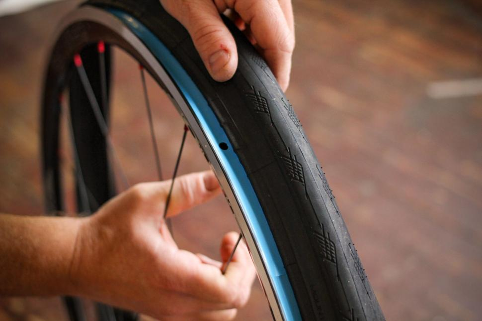 How to fit a clincher tyre step 06.jpg
