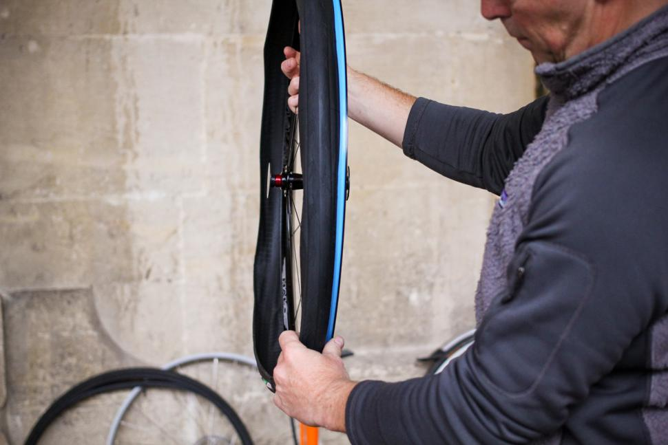 How to fit a clincher tyre step 08.jpg