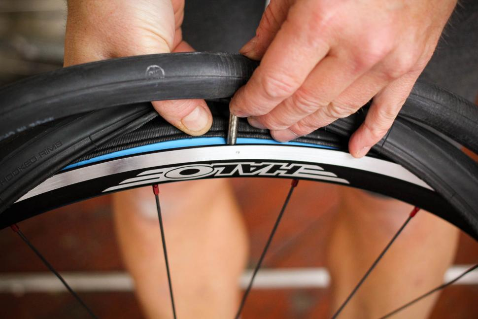 How to fit a clincher tyre step 11.jpg