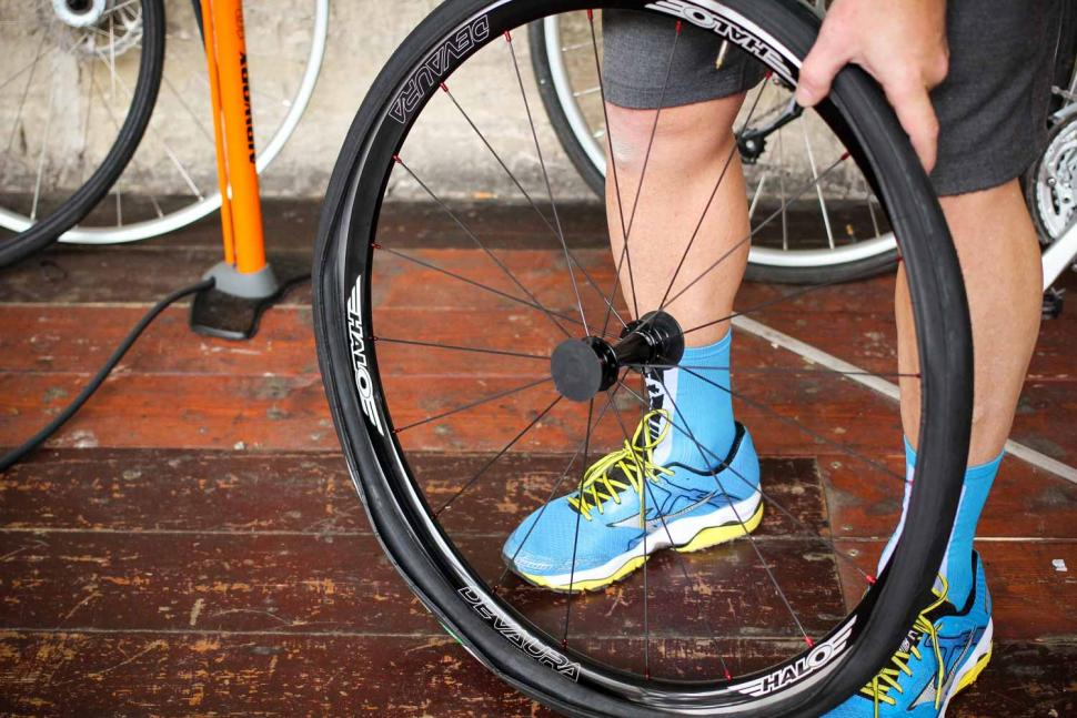 How to fit a clincher tyre step 12.jpg