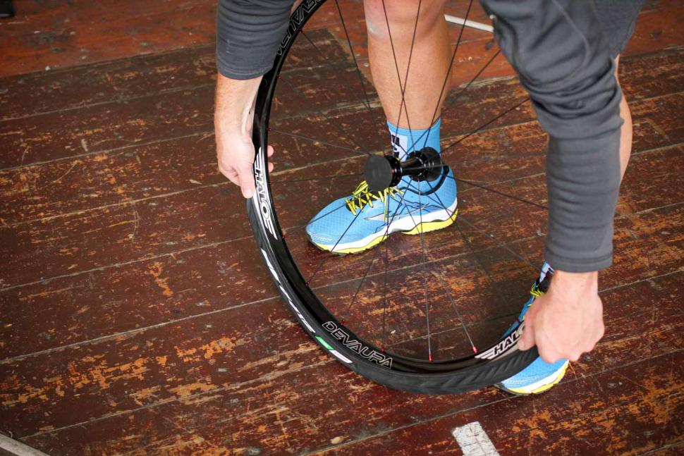 How to fit a clincher tyre step 15.jpg