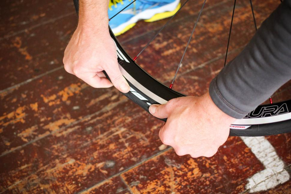 How to fit a clincher tyre step 16.jpg