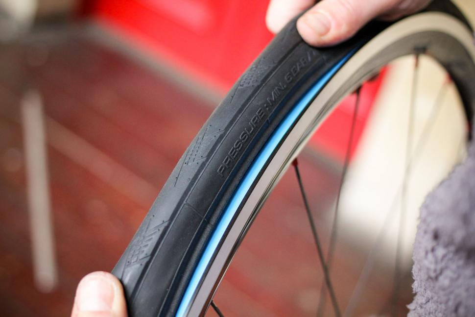 How to fit a clincher tyre step 17.jpg