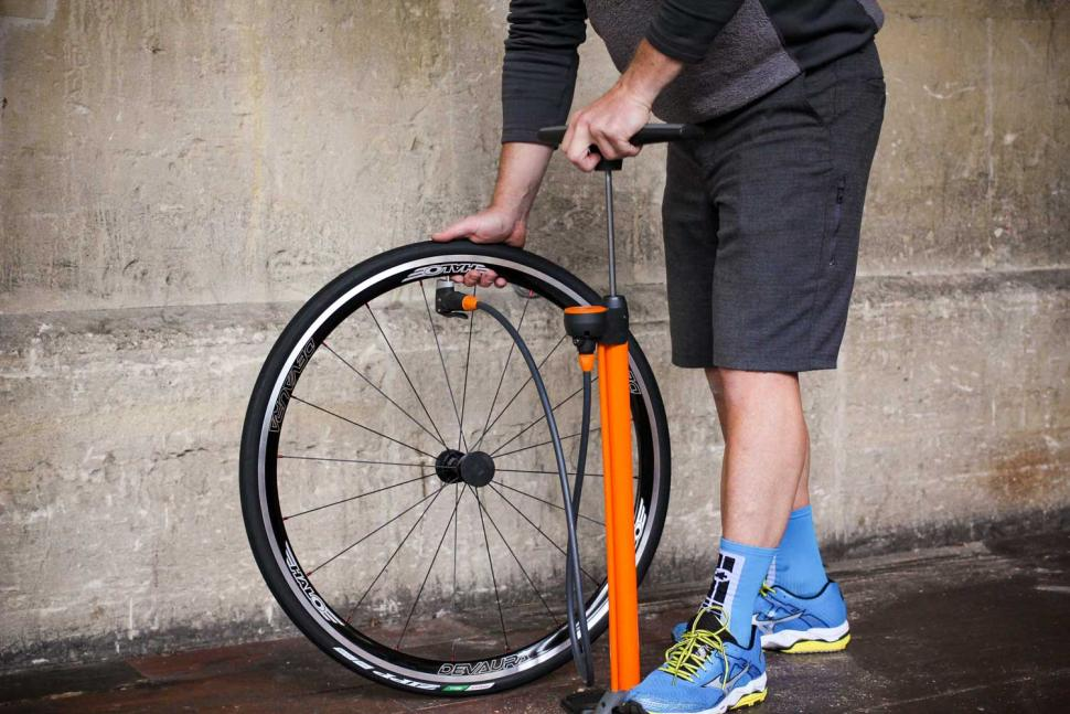 How to fit a clincher tyre step 18.jpg