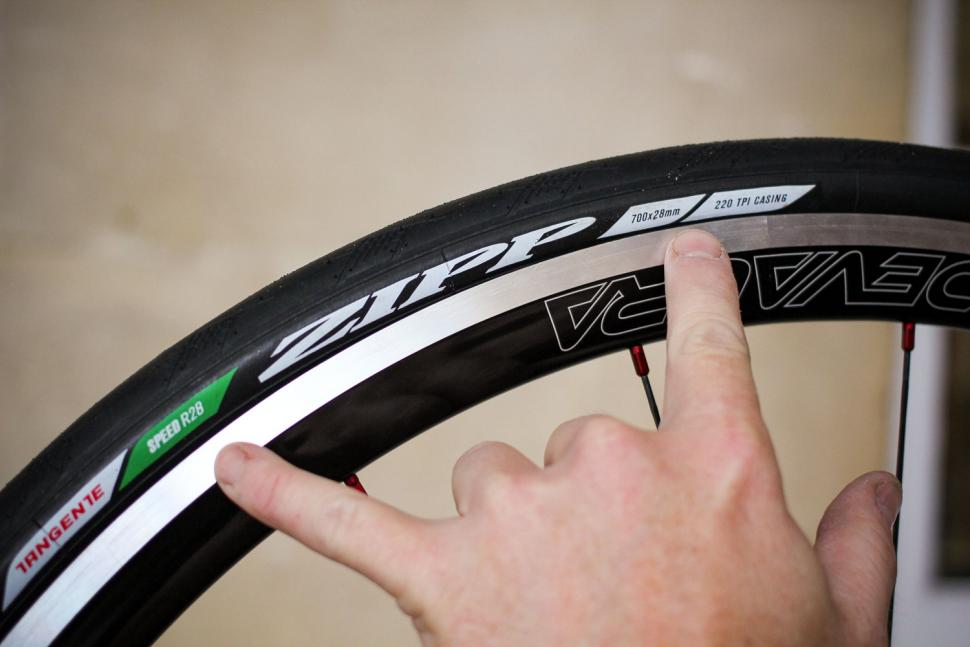 How to fit a clincher tyre step 19.jpg