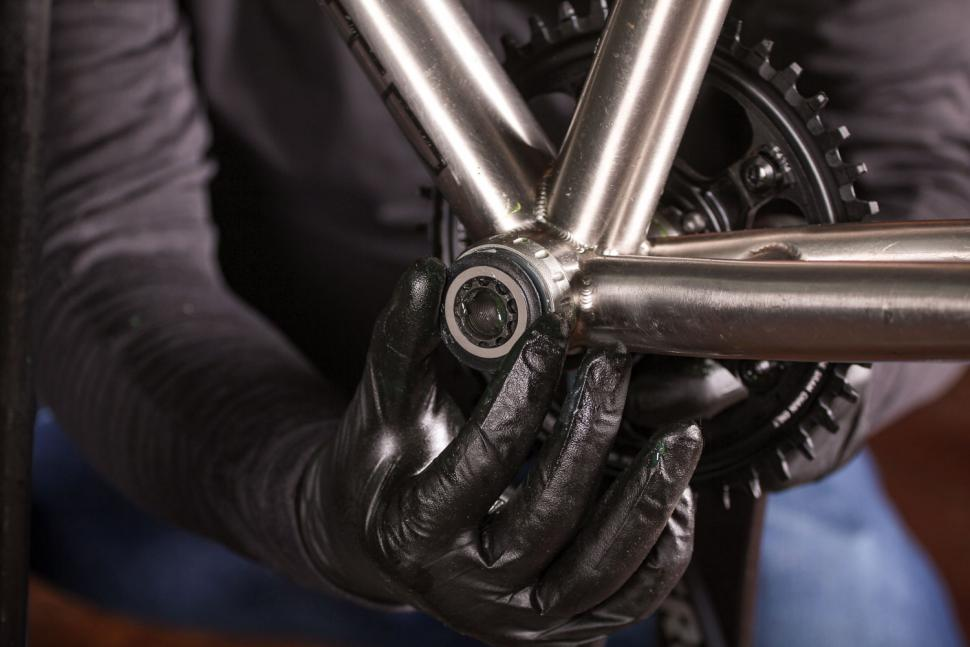 How to fit a crankset 10