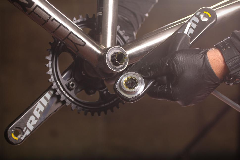 How to fit a crankset 12