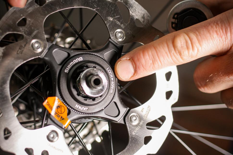 How to fit disc rotors 02