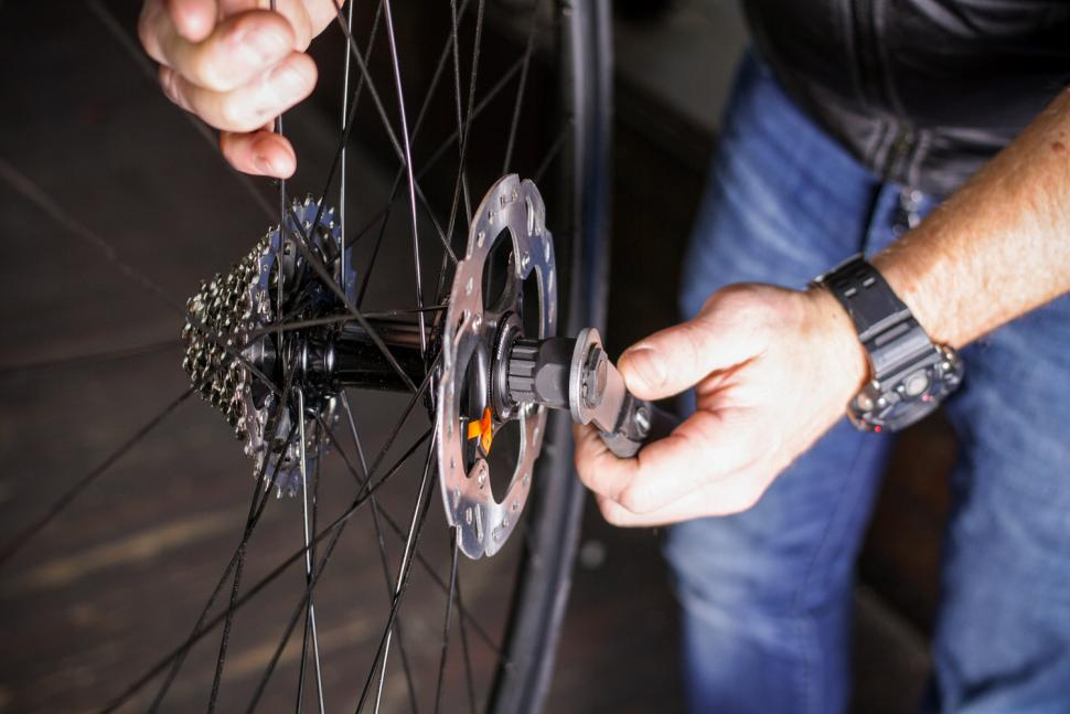 How to fit disc rotors 03