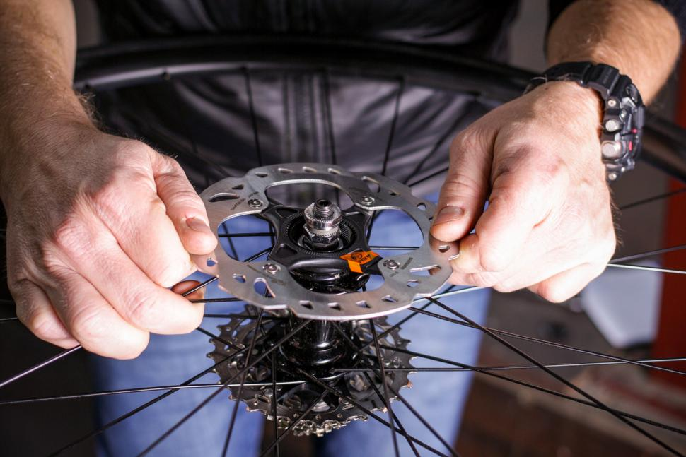 How to fit disc rotors 04