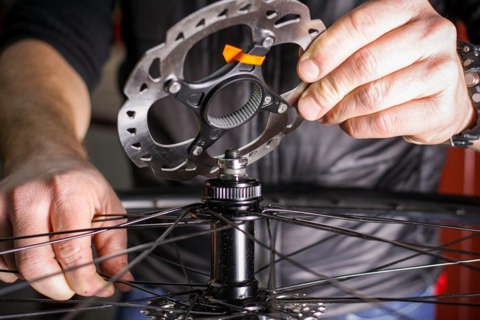How to fit disc rotors 05