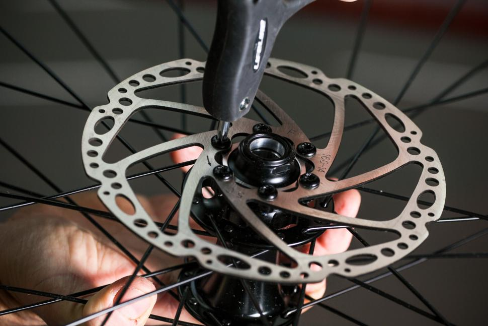 How to fit disc rotors 10
