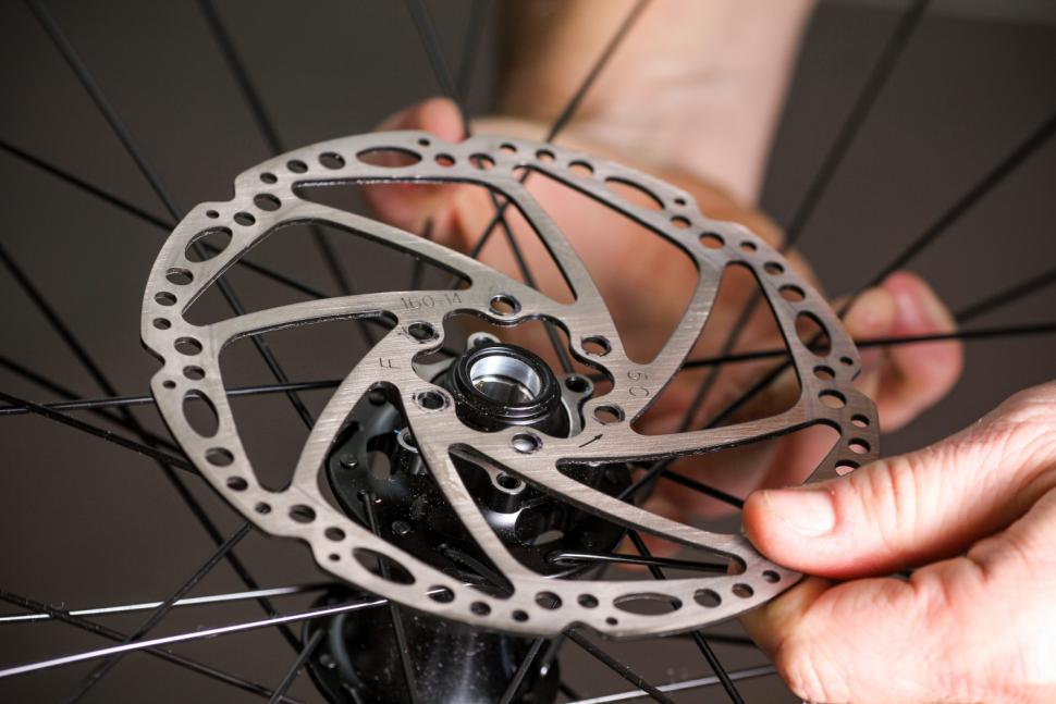 How to fit disc rotors 12