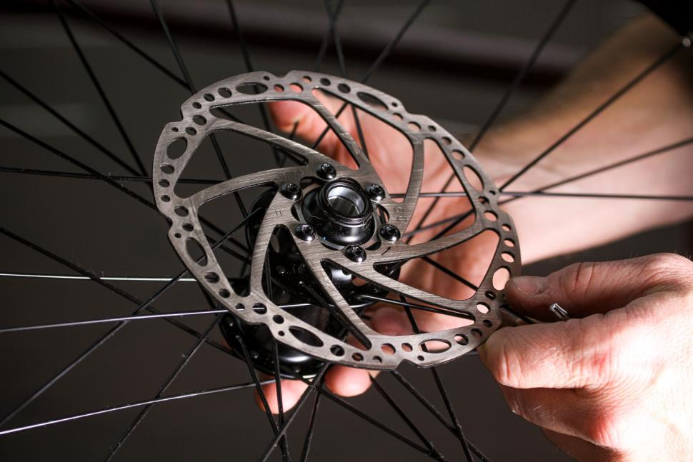 How to fit disc rotors 16