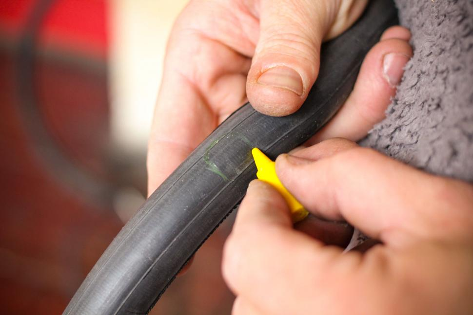 How to fix a puncture step 11.jpg