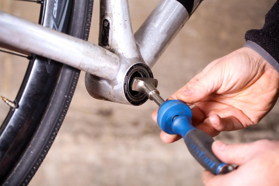 How to remove pressfit bottom bracket bearings 07