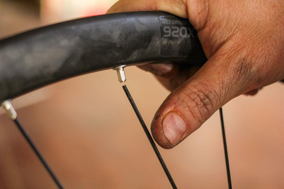 How to replace a spoke 02