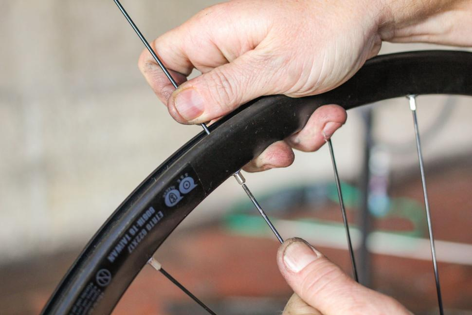 How to replace a spoke 06
