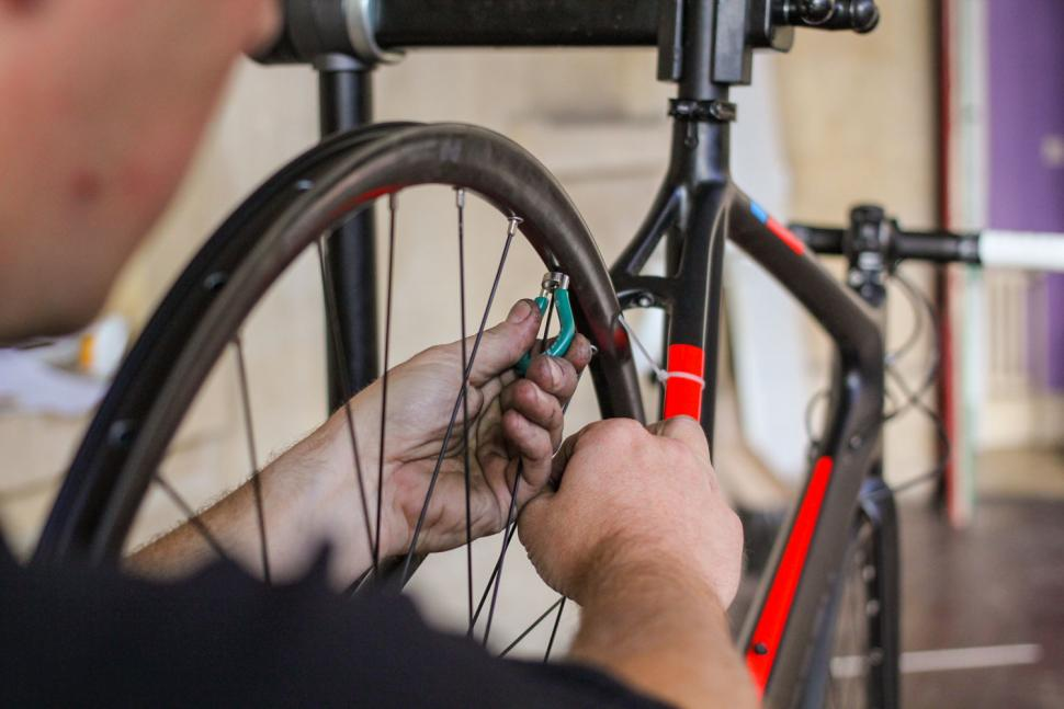 How to replace a spoke 09