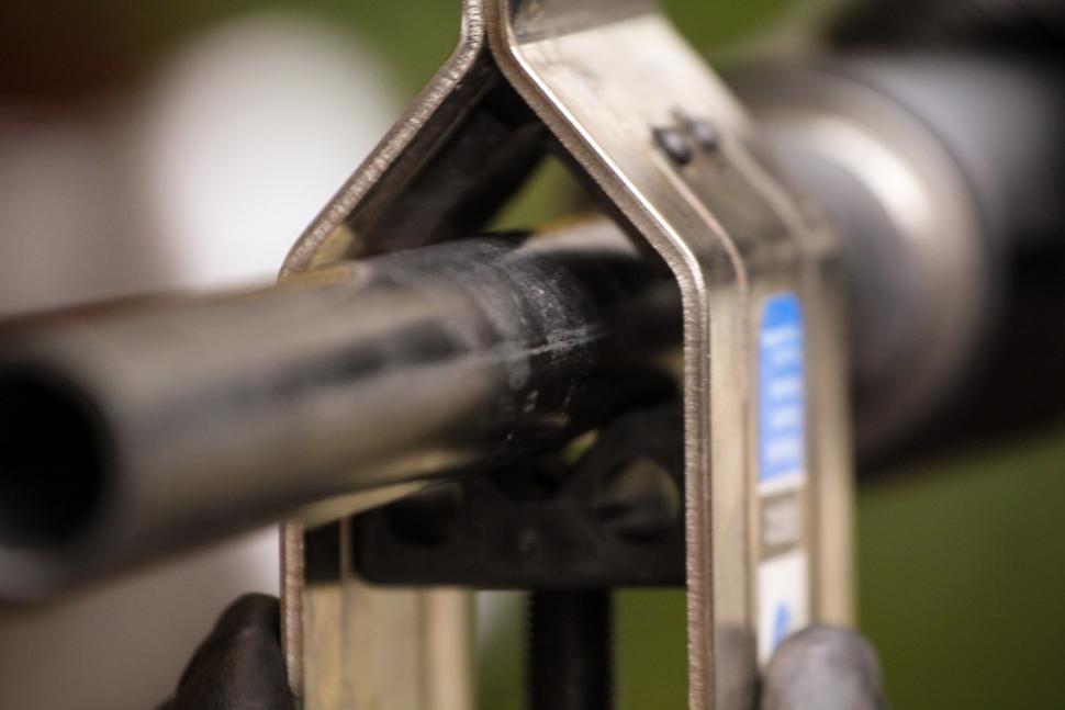 How to trim a carbon fibre steerer tube 04