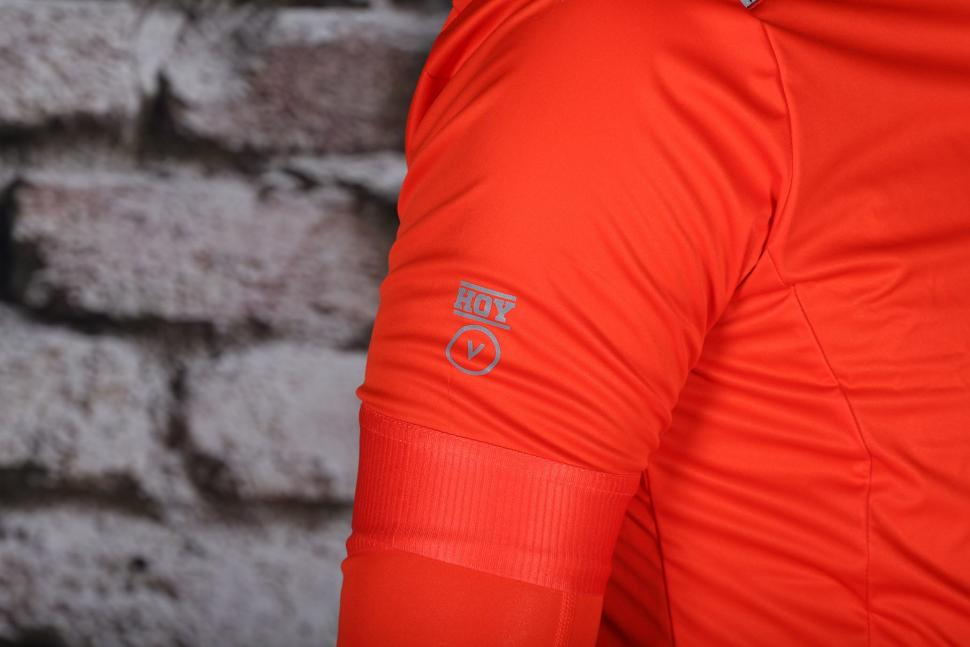 HOY Vulpine Mens Fortress Jersey and Arm Warmers - shoulder.jpg
