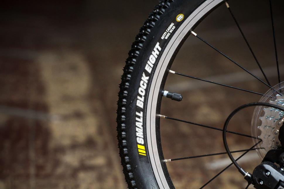 hoy_bonaly_-_tyre.jpg