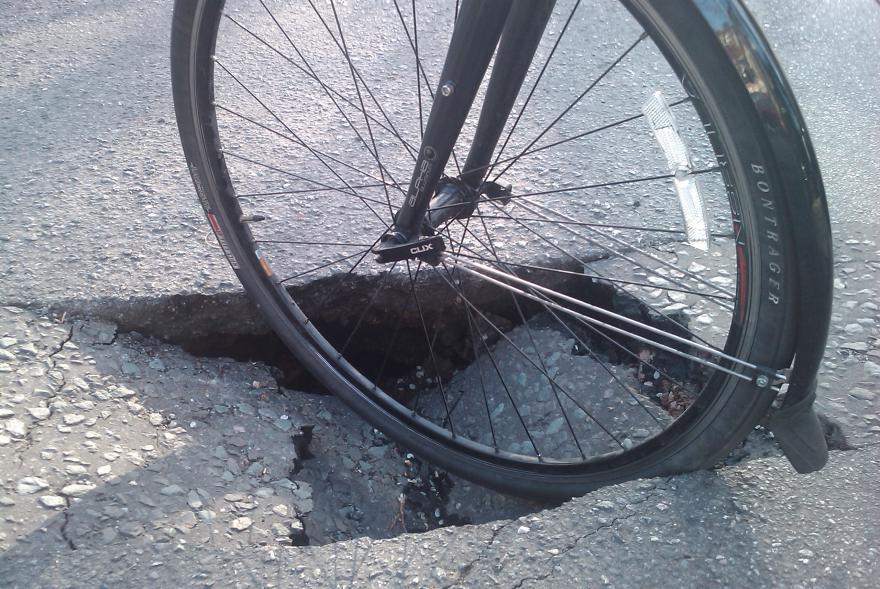 Huge pothole (CC BY SA 2.0 licensed image by Tom Chancen_Flickr).jpg