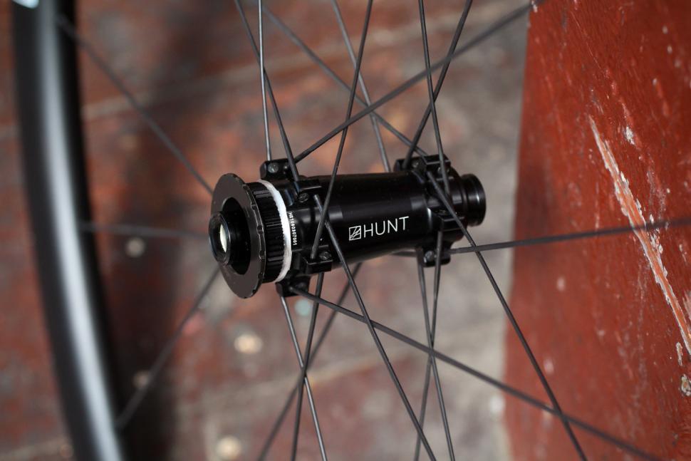 Hunt 30 Carbon Aero Disc Road Wheelset - front hub 2.jpg