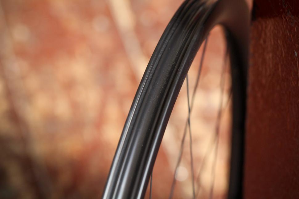 Hunt 30 Carbon Aero Disc Road Wheelset - rim bed.jpg