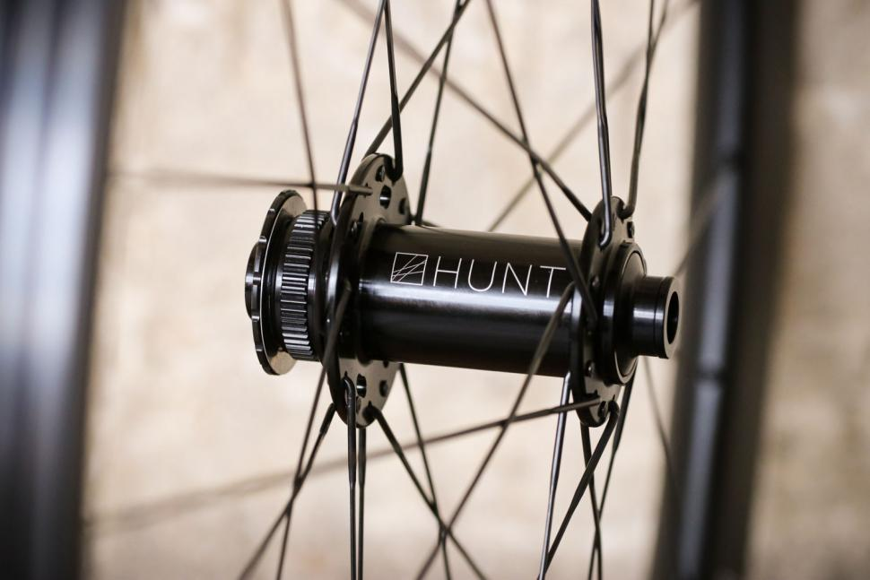 Hunt 35 Carbon Gravel Disc X-Wide - front hub.jpg