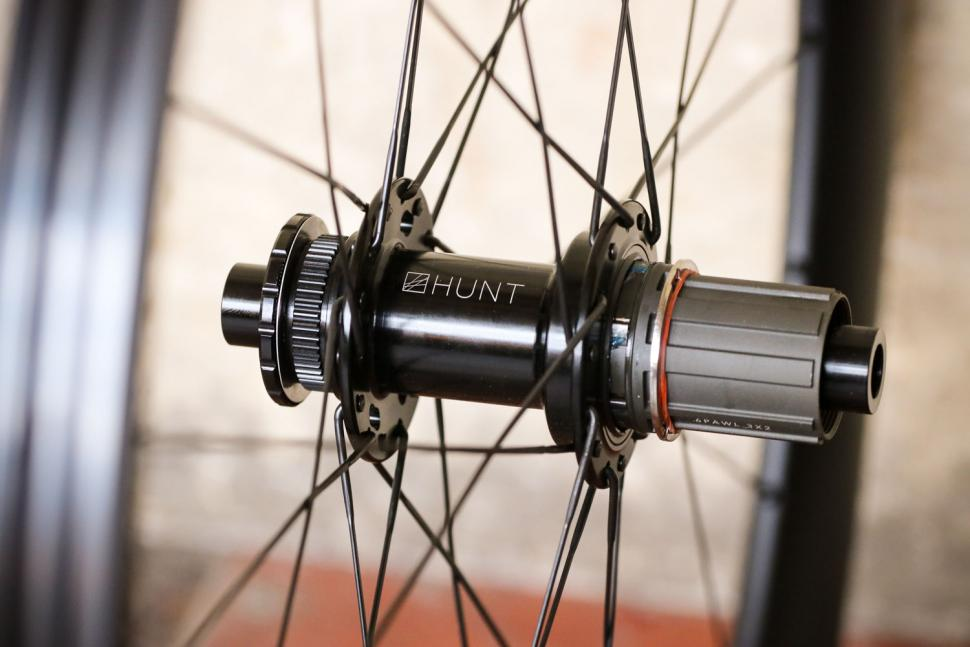 Hunt 35 Carbon Gravel Disc X-Wide - rear hub.jpg