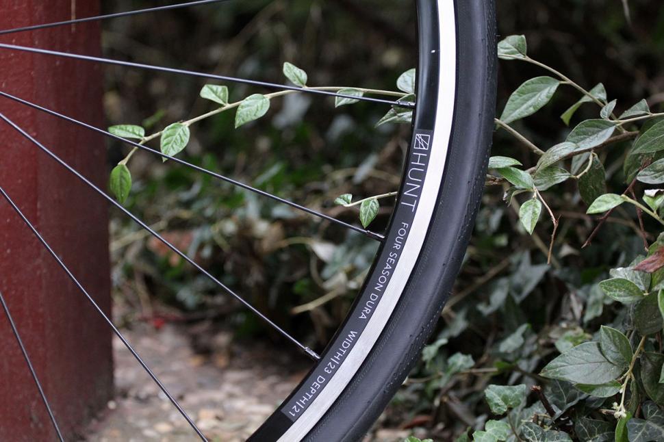 Hunt 4 Season Dura Road Wheelset Spoke Detail.jpg